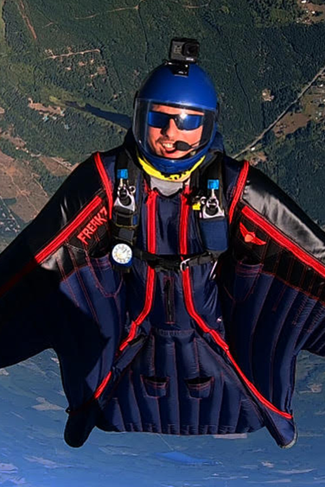 Kyle Horton Wingsuit Coach and Tandem Instructor at PNW Skydiving Center