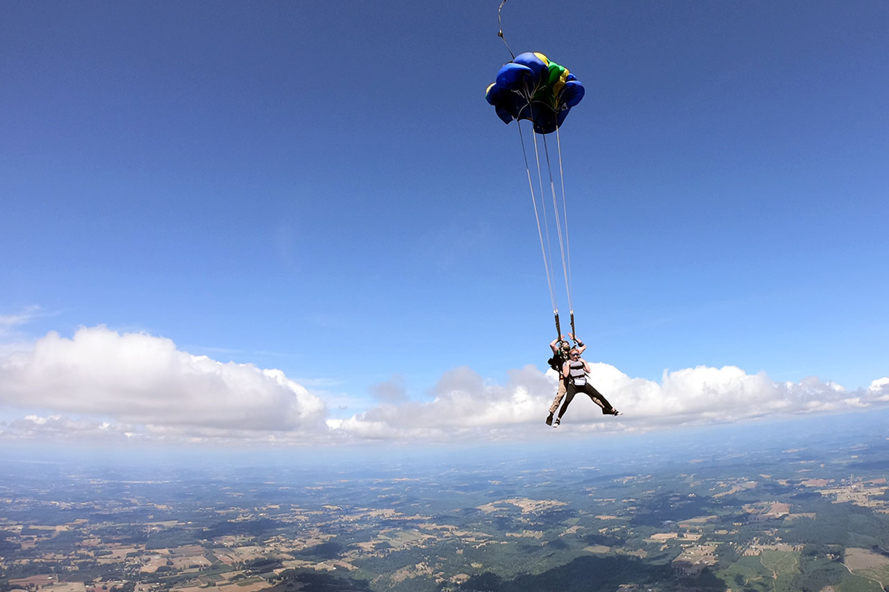 canopy deploying for tandem skydiving student